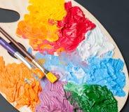 Paleta de cores com pinturas multi-coloridas Imagem de Stock Royalty Free
