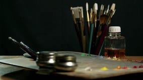 Paleta de la pintura del color del artista almacen de metraje de vídeo