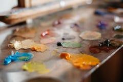 Paleta de las pinturas de aceite sobre el vidrio Imagenes de archivo