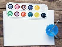 Paleta de pinturas da aquarela, escovas Foto de Stock