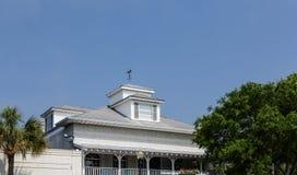 Paleta de viento en ventana abuhardillada en Tin Roof Fotografía de archivo