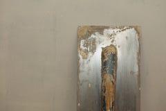Paleta sucia vieja en superficie concreta áspera Fotografía de archivo