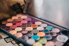 Paleta universal para casarse o el maquillaje diario con la paleta multicolora de las flores Imagen de archivo