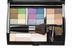 Paleta y cepillos profesionales del maquillaje Imágenes de archivo libres de regalías