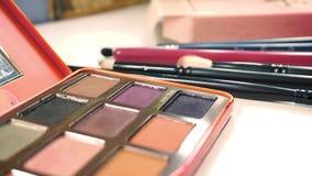 Paleta z oko cieniami, kobieta kosmetyki Szczegóły makijażu artysty ` s pracują zbiory