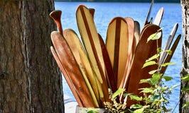 Paletas de la canoa para todo el mundo fotografía de archivo libre de regalías