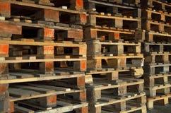 Paletas de madera Textura de madera Paletas empiladas en pilas fotografía de archivo libre de regalías