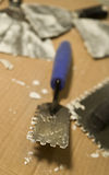 Paletas para aplicar el mortero y el azulejo Fotos de archivo libres de regalías
