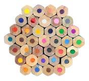 Palett av kulöra blyertspennor som isoleras på vit bakgrund Arkivfoton