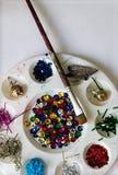 Palette artistique avec les matériaux multiples pour la créativité photo libre de droits
