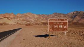 Palette d'artistes - un point de repère impressionnant chez Death Valley la Californie banque de vidéos