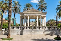 Palette de musique sur la place de Castelnuovo, près du théâtre de Politeama Garibaldi, utilisé pour des concerts extérieurs à Pa images libres de droits