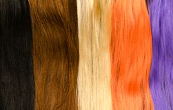 Palette des prolongements multicolores de cheveux photos libres de droits