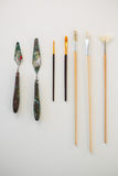 Palette knives and paint brushes arranged in a row Royalty Free Stock Images
