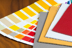 Palette mit colorfull Lederproben Lizenzfreies Stockbild