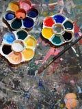 Palette und Malerpinsel Lizenzfreies Stockbild