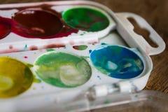 Palette von bunten Aquarellen schließen Lizenzfreie Stockbilder