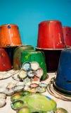 Palettes d'art et seaux de peinture Images libres de droits