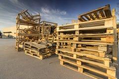 Palettes en bois utilisées image libre de droits