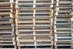 Palettes vides empilées Photo libre de droits