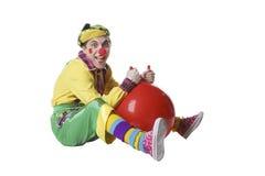 Palhaço engraçado com a bola no estúdio isolado no fundo branco fotografia de stock royalty free