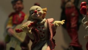 Palhaço Figurine With Violin video estoque