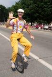 Palhaço no unicycle na parada Fotografia de Stock Royalty Free