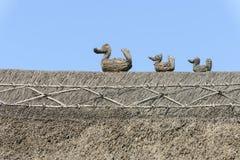 A palha ducks no telhado da palha em Porlock, Somerset Fotos de Stock