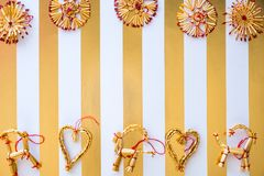 A palha escandinava ornaments a configuração lisa em um stri branco e dourado imagem de stock