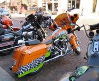 Palha South Dakota, motocicleta alaranjada e preto e branco brilhante de Harley Davidson Foto de Stock Royalty Free