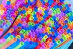 Palhas coloridas da bebida Fotografia de Stock