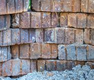 Palić cegły i popióły odizolowywający w górę zakończenia zdjęcia royalty free