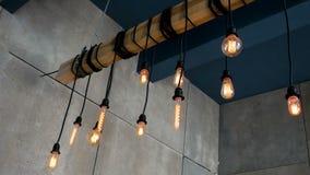 Palić Edison żarówek kształta różnego obwieszenie na promieniu w pokoju zbiory wideo