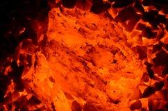 Palić ogromny kawałek węglowy antracyt obraz stock