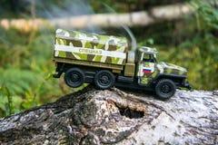 Palić rosyjska wojskowy zabawki ciężarówka Imitacja niespodziewany atak obrazy stock