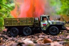 Palić rosyjska wojskowy zabawki ciężarówka Imitacja niespodziewany atak fotografia stock