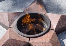 Palić wiecznie ogień Pięcioramienna gwiazda robić granitowy pomnik pamięć zabijać żołnierze Zdjęcia Royalty Free