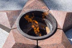 Palić wiecznie ogień Pięcioramienna gwiazda robić granitowy pomnik pamięć zabijać żołnierze Zdjęcia Stock