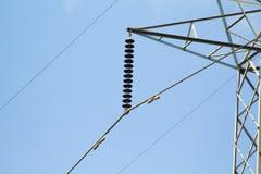 Pali ad alta tensione, potere artificiale, energia Fotografie Stock Libere da Diritti