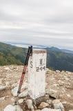 Pali della pietra e di trekking di frontiera Fotografie Stock Libere da Diritti