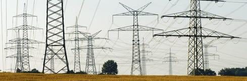 Pali di energia elettrica fotografia stock libera da diritti