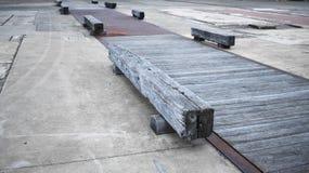 Pali di legno in vecchie miniere fotografia stock libera da diritti