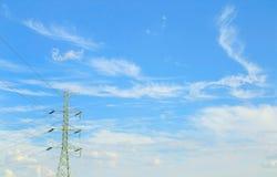 Pali di potere contro il cielo nuvoloso Fotografia Stock Libera da Diritti