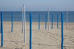 Pali grafici su una spiaggia spagnola fotografia stock libera da diritti