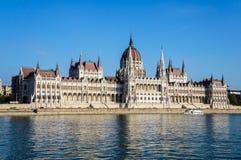 Paliament de Budapest e de Danube River fotografia de stock royalty free