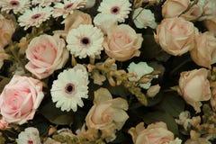 Palidezca - el arreglo rosado y blanco de la boda Imagen de archivo libre de regalías