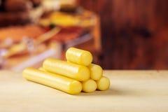 Palillo ahumado del queso de secuencia del slovak con la cocina rústica imágenes de archivo libres de regalías