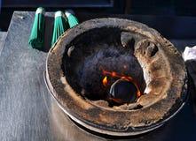Palillo ardiendo del incienso en el templo, Japón fotos de archivo libres de regalías