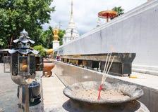 Palillo de ídolo chino para la pagoda de la adoración en templo Foto de archivo libre de regalías