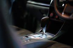 Palillo de engranaje automático en coche Fotografía de archivo libre de regalías
